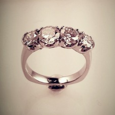 diamond/18KW ring