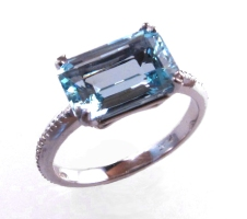 platinum/aquamarine engagement ring