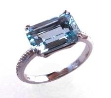 platinum/aquamarine engagement ring